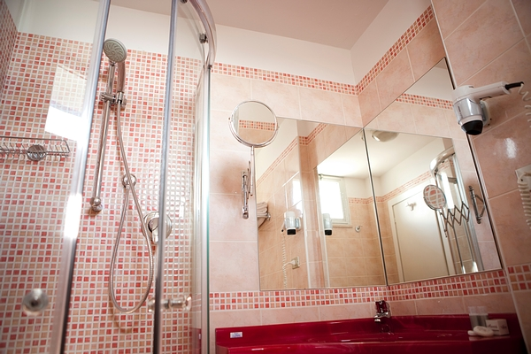 bagno-camera-panoramica-hotel-rio-bellaria